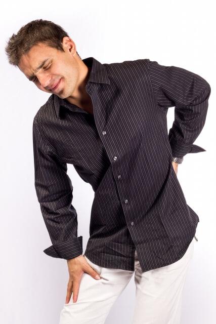 腰痛の男性写真