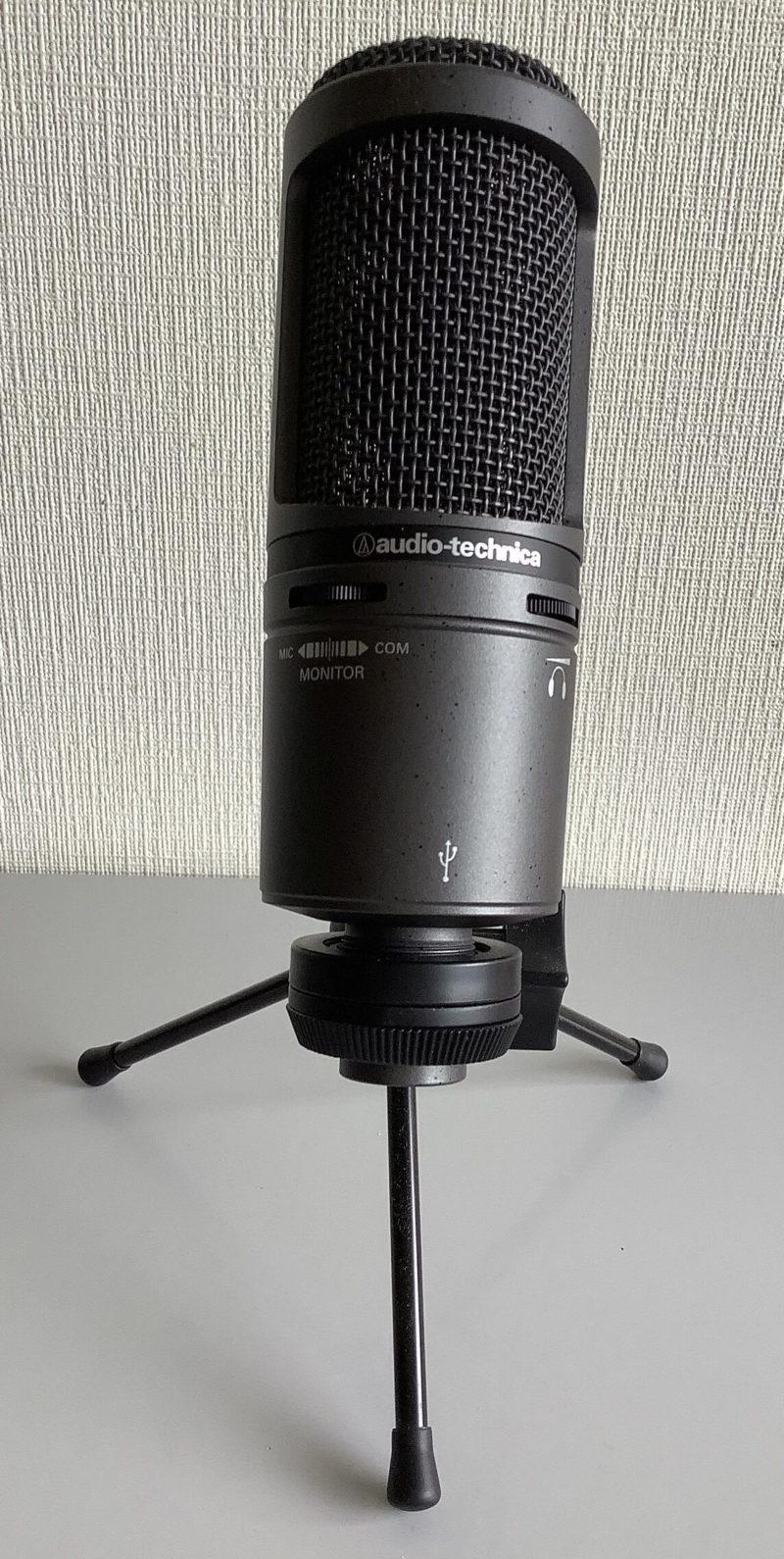 audio-technica AT2020USB+のマイクスタンド付前面写真