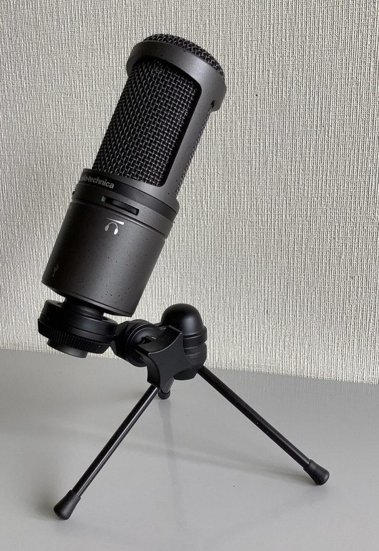 audio-technica AT2020USB+のマイクスタンド付横面写真