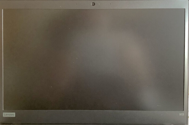 ディスプレイ。FHD IPS 300nit(LED バックライト付 13.3型 FHD IPS液晶 (1920 x 1080)、光沢なし)